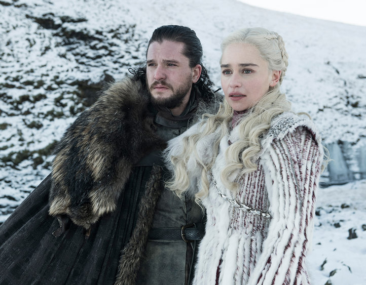 "Kit Harington e Emilia Clarke vivem John Snow e Daenerys Targaryen em ""Game Of Thrones"""