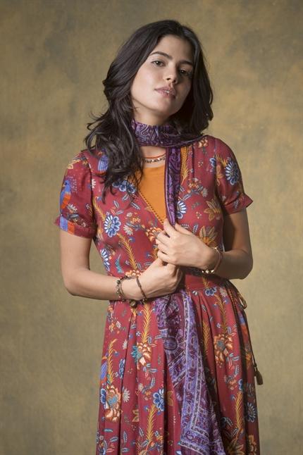 Julia Dalavia é Laila em 'Órfãos da Terra'