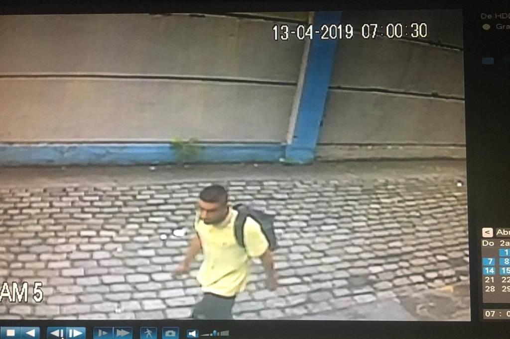Homem suspeito de furtar 29 celulares no 77º DP (Santa Cecília)