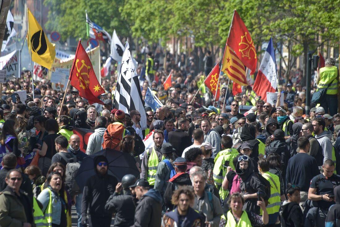 A polícia impôs uma proibição de manifestações para a Île de la Cité, onde se encontra a catedral