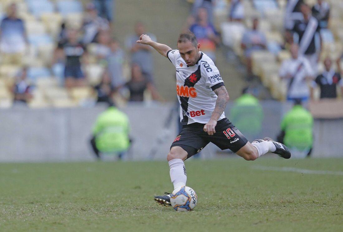Bruno César marcou o primeiro gol do Vasco, de pênalti.