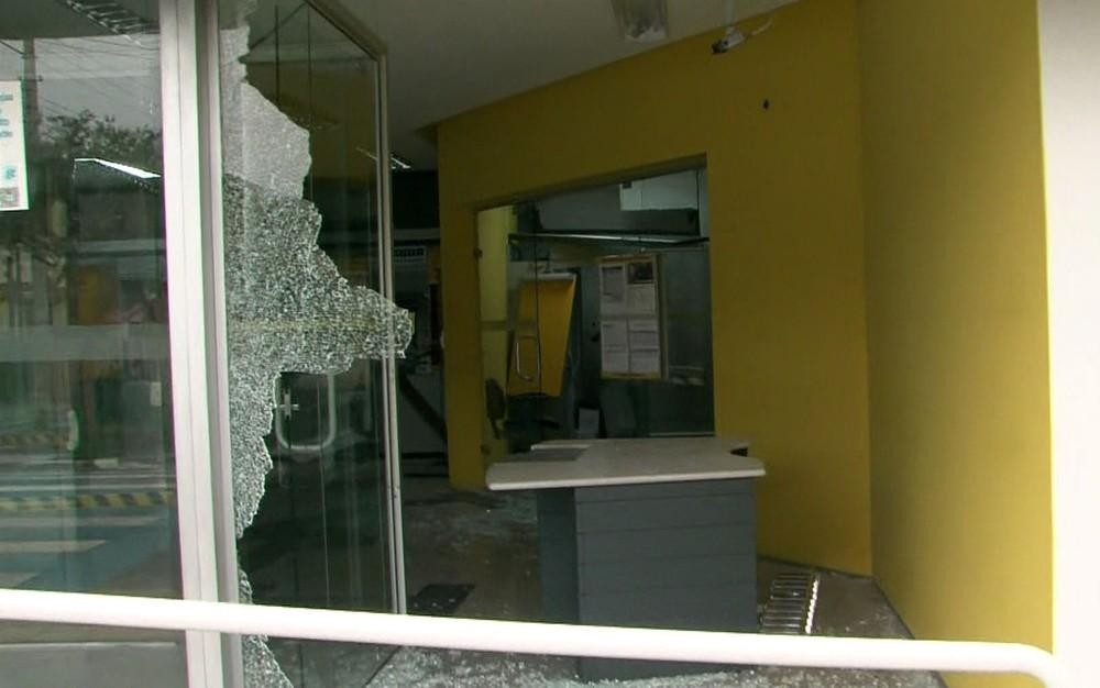 Quadrilha ataca bancos na Grande SP e oito são baleados pela PM