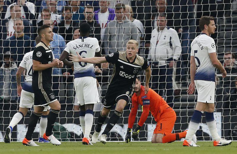 Donny van de Beek marcou deu a vitória para o Ajax em Londres