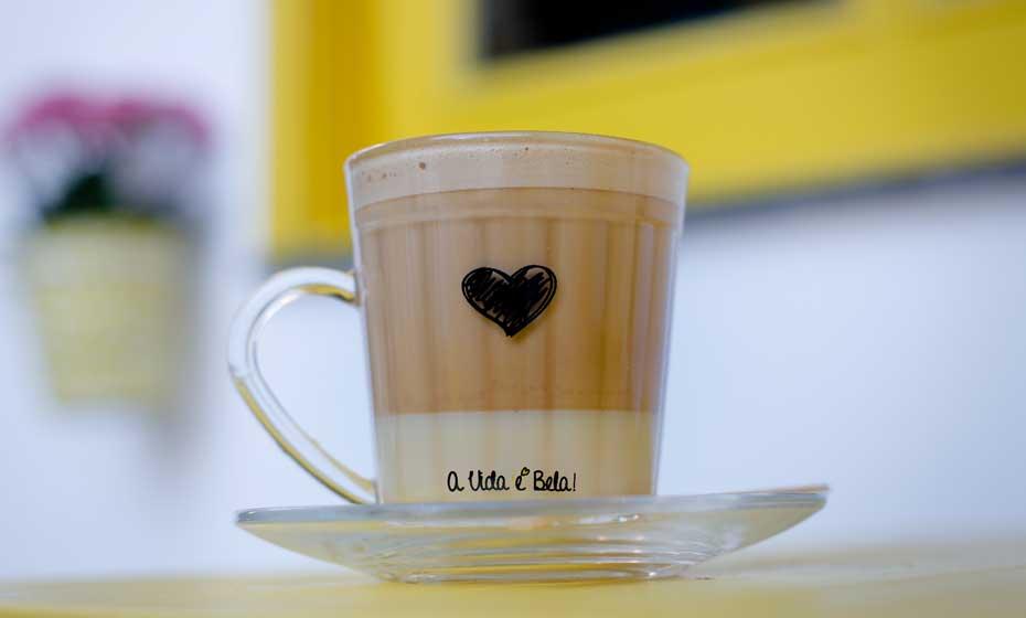 Café com cara de  sobremesa: uma marca da cafeteria