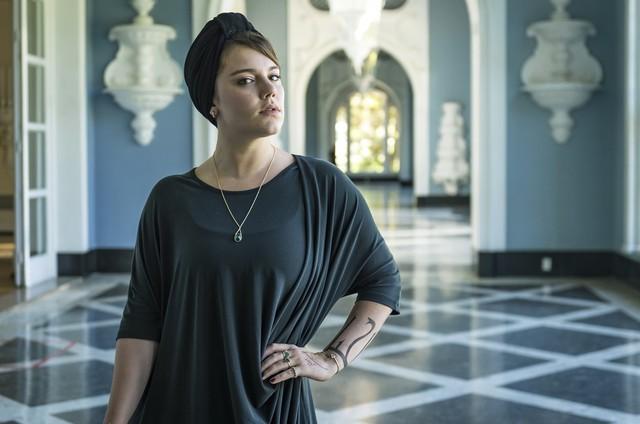 Alice Wegmann é Dalila em 'Órfãos da Terra'