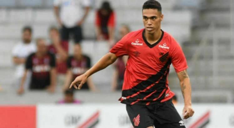 Zagueiro Éder Ferreira chega ao Sport até o meio de 2021 em definitivo.