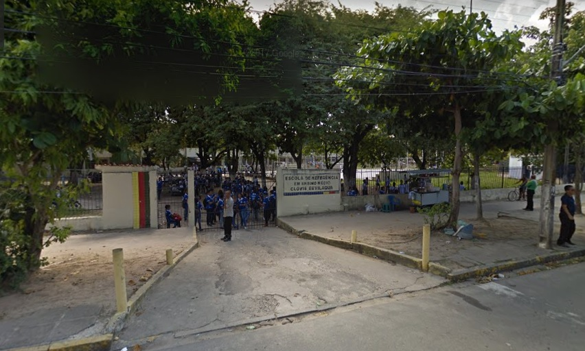 Crime ocorreu em frente a escola estadual no Recife