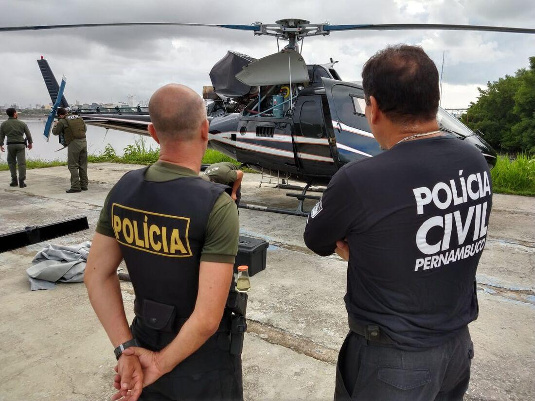 Um dos helicópteros apreendidos pela segunda fase da operação