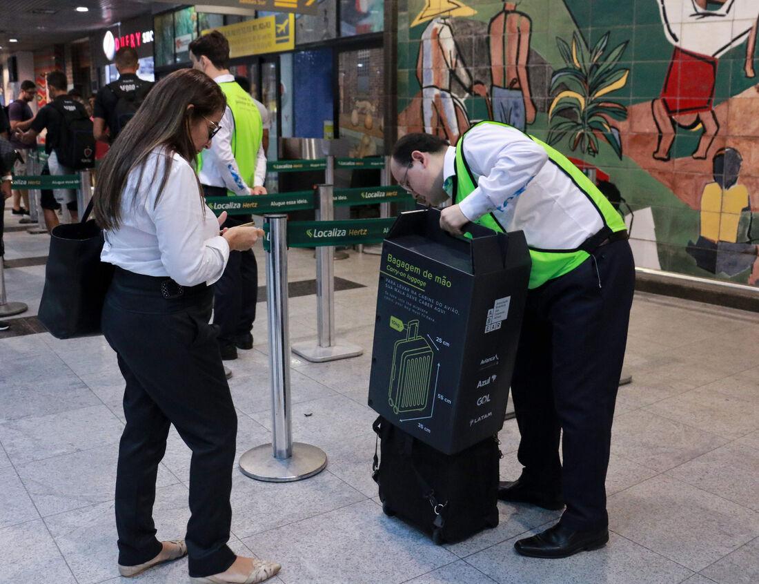 Fiscalização da bagagem de mão no Aeroporto do Recife