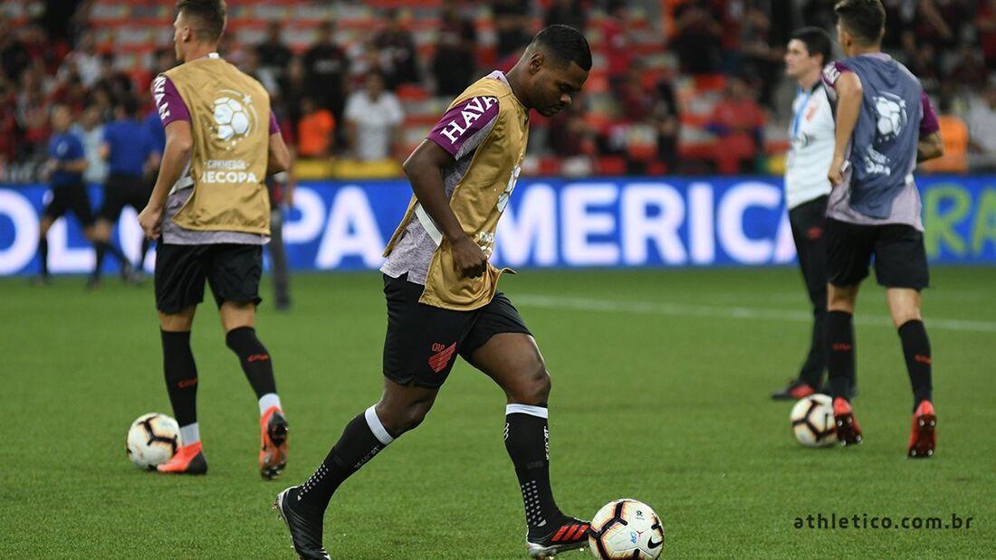 Nikão, jogador do Athletico/PR