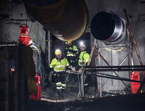 Profissionais reabrindo a entrada da mina Pike River, na Nova Zelândia.