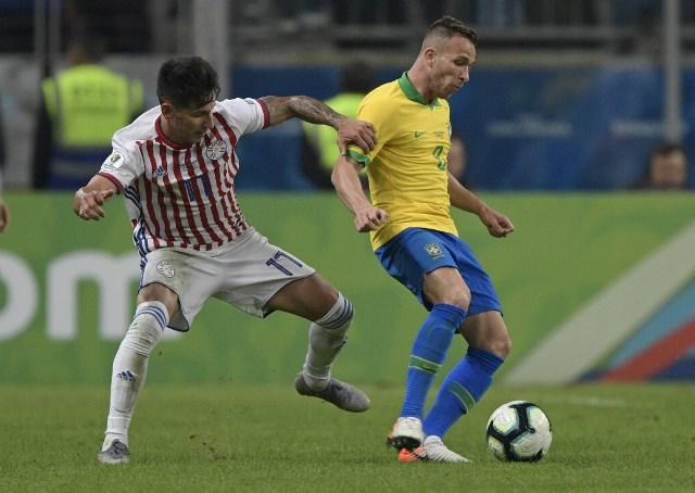 Arthur pouco produziu contra o Paraguai