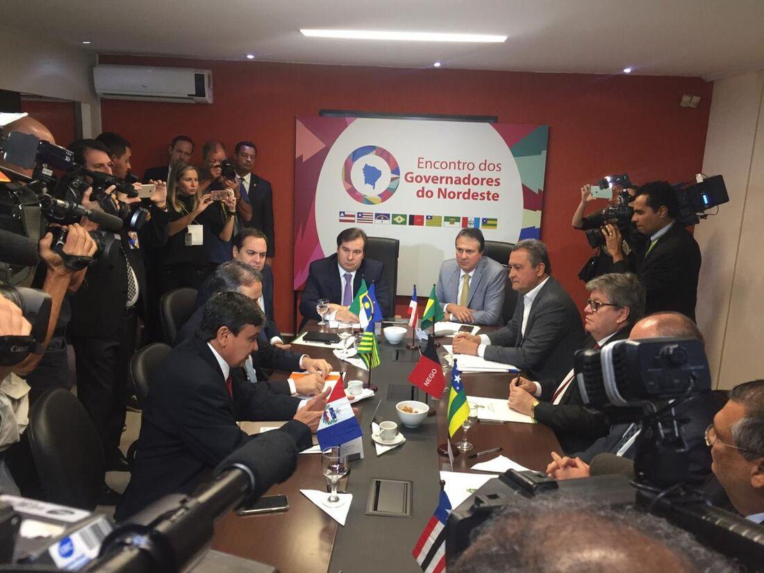 Rodrigo Maia em reunião com governadores do Nordeste