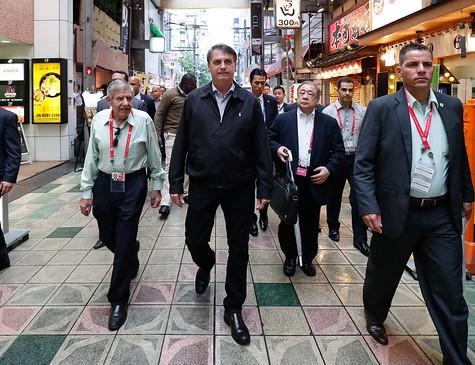Bolsonaro caminhou pelas ruas de Osaka, no Japão