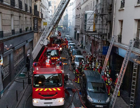 A equipe de combate ao fogo trabalharam por mais de quatro horas para apagar o fogo