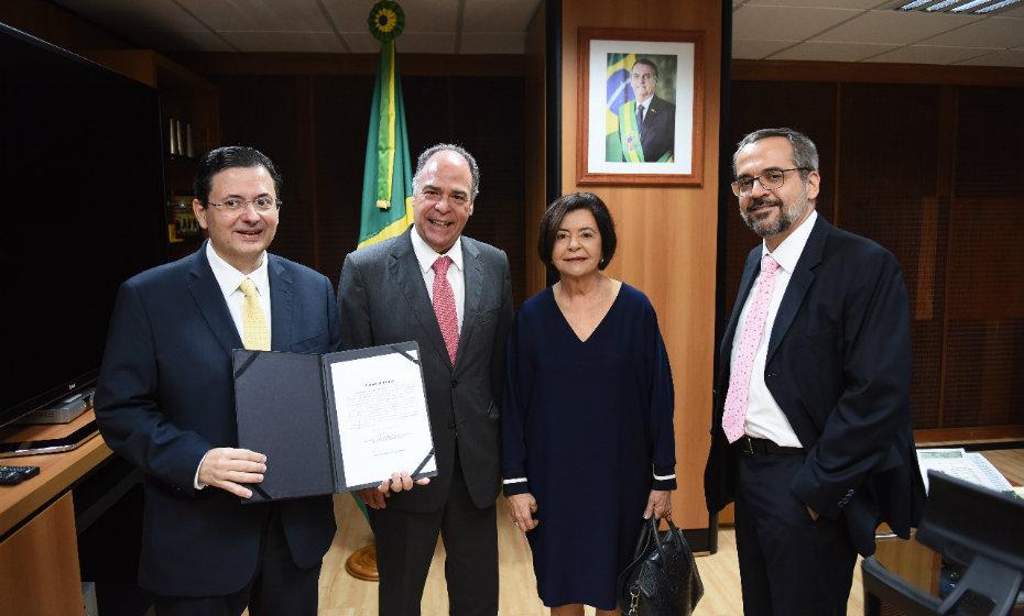 O senador Fernando Bezerra Coelho e Ana Arraes, mãe de Antônio Campos, participaram da cerimônia