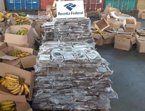 Foram apreendidos 808,2 kg de cocaína escondidos em uma carga de bananas
