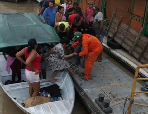 Uma equipe de quatro bombeiros estão auxiliando nas buscas