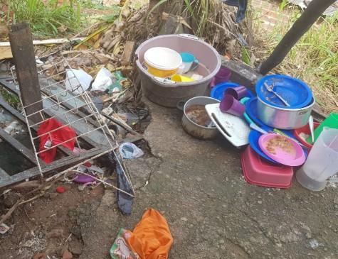 A casa da família estava suja e sem comidas