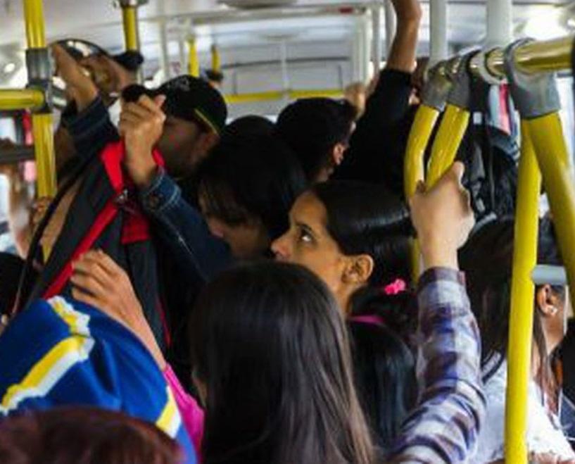 A pesquisa apontou que 97% dizem já ter sido vítimas de assédio em meios de transporte. Outras 71% conhecem alguma mulher que já sofreu assédio em público