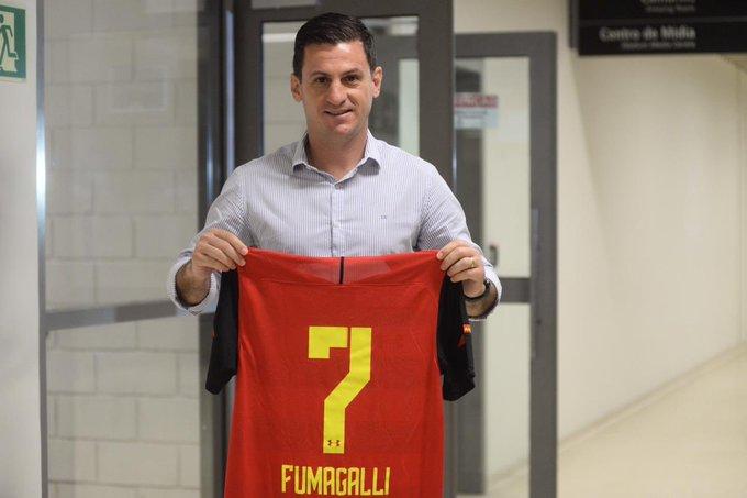 Ex-jogador Fumagalli foi homenageado pela diretoria do Sport.