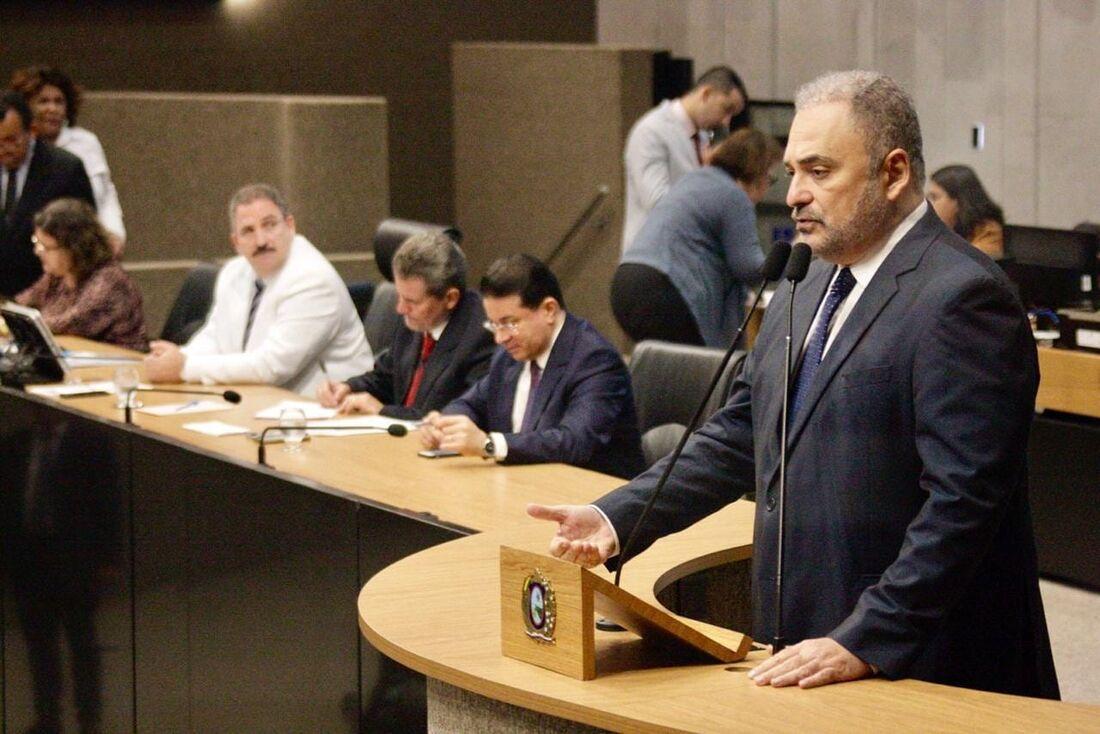 O parlamentar é líder da oposição ao governo Paulo Câmara (PSB) na Alepe