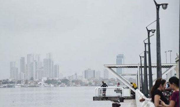 Recife nublado