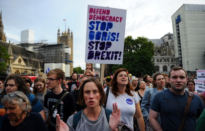 Manifestações ocorreram em Londres, Edimburgo, Cardiff, Manchester, Bristol, Cambridge e Durham.