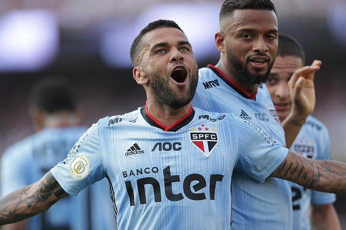 Em sua estreia, Daniel Alves deixou a sua marca pelo São Paulo.