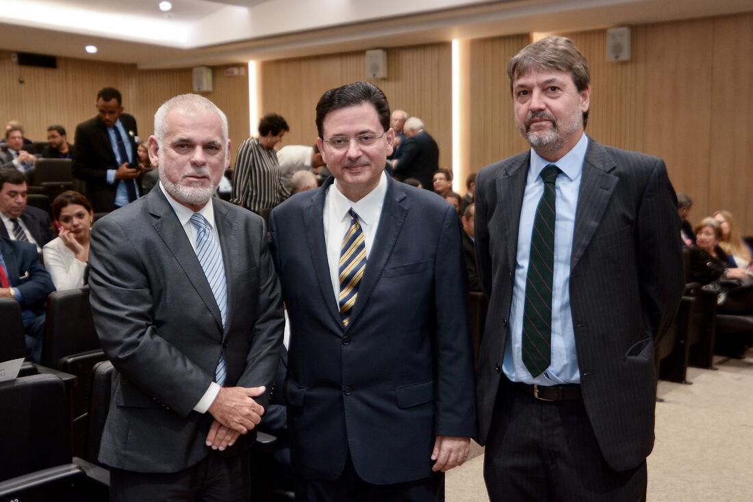 Diretor executivo da Folha de Pernambuco, Paulo Pugliesi, junto a Antonio Campos e Pedro Nabuco