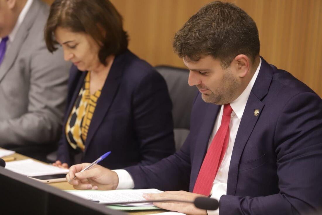 Gustavo Gouveia (DEM) segue apresentações dos Projetos de Lei protocolados na Alepe