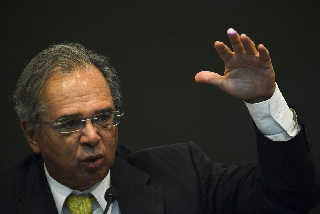 Junto com sua equipe, ministro Paulo Guedes estuda possibilidades de uma reforma tributária que corte privilégios
