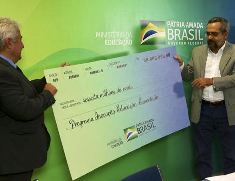 O ministros de ciência, tecnologia e Inovação, Marcos Pontes e da Educação, Abraham Weintraub