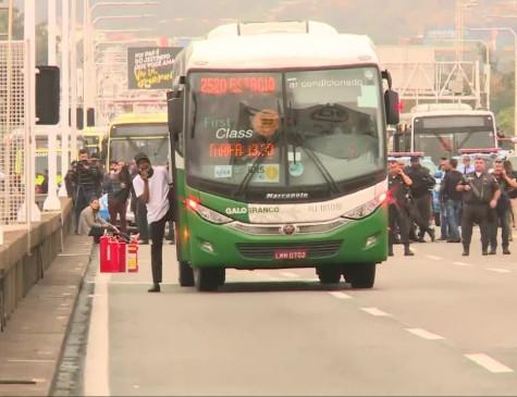 Sequestro de ônibus na ponte Rio-Niterói