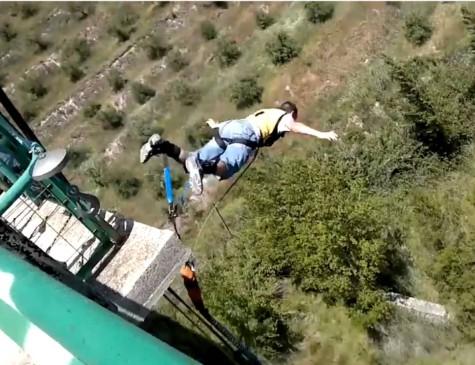 Imagem de outro vídeo em que o Youtuber praticava saltos