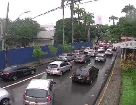 Trânsito na av. Rui Barbosa