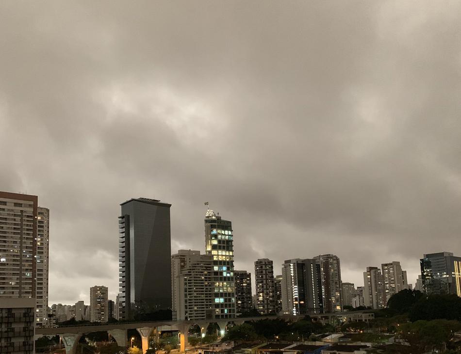 Tarde escura em São Paulo