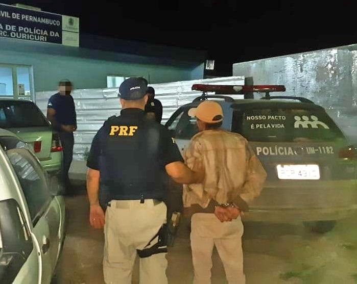 O suspeito estava embarcando em um ônibus interestadual no momento da abordagem e informou que seguiria para Alagoas