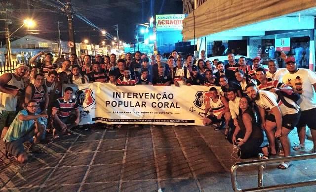 Grupo chamado Intervenção Popular Coral ganhou força