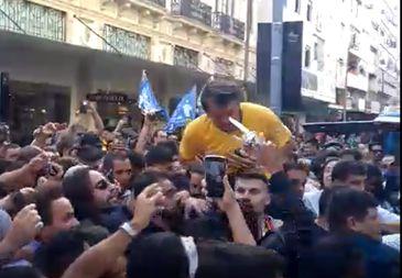 O então candidato Jair Bolsonaro foi esfaqueado em um ato de campanha