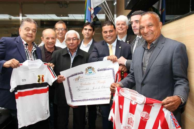 Givanildo recebeu o título de cidadão recifense