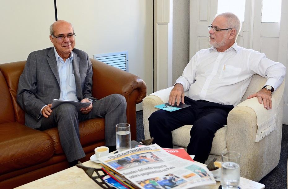 Sócio-Diretor da Finacap, Aristides Bezerra em visita ao diretor executivo da Folha de Pernambuco Paulo Pugliesi