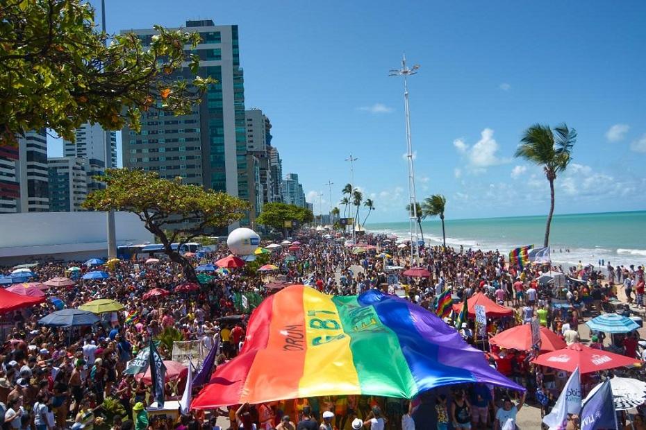 18ª Parada da Diversidade de Pernambuco, reúne milhares em Boa Viagem
