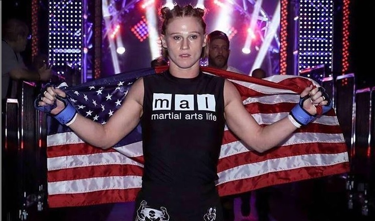 Katy Collins foi lutadora do Bellator