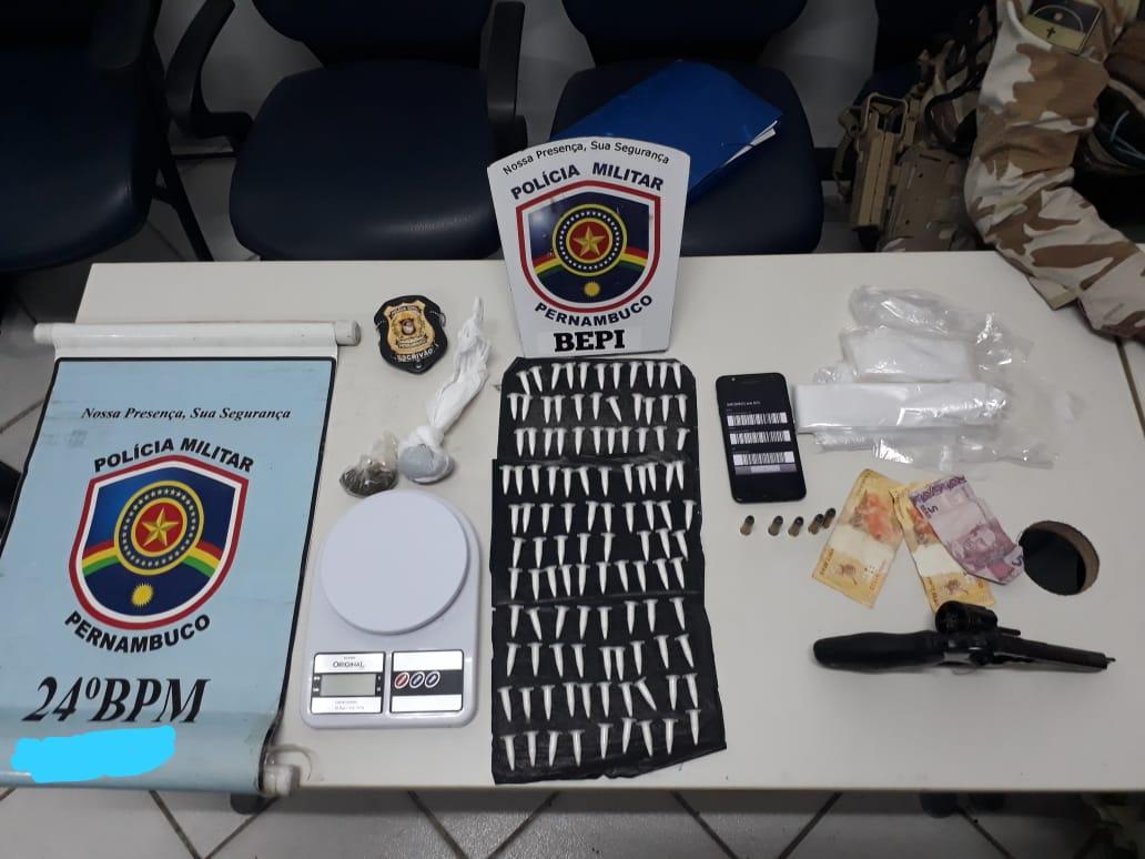 Armas e drogas encontradas na residência do casal