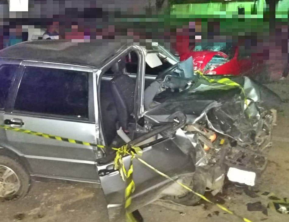 Colisão frontal matou o motorista do Uno