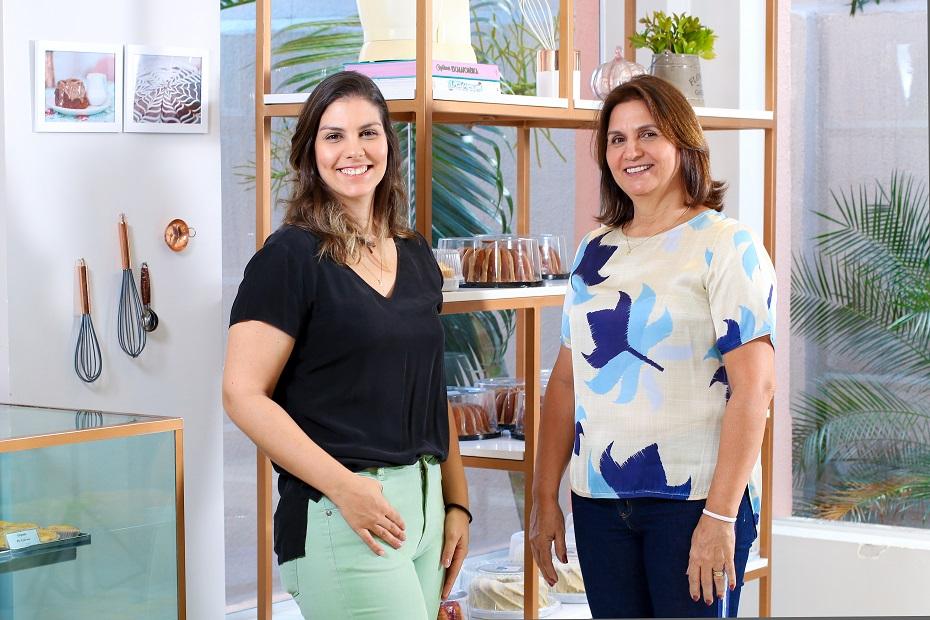 Marcela, ao lado da mãe, Flávia: negócio em família