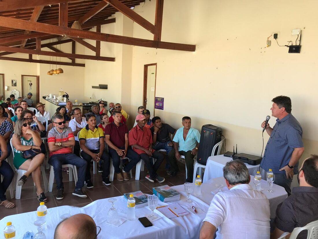 Prefeito de Exu, Raimundinho Saraiva, assinou ficha de filiação nesta segunda-feira, além de diversos nomes de Bodocó, Moreilândia e Cedro