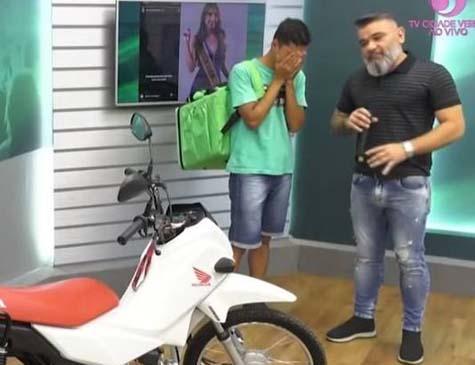 Na última quinta (24), Bruna Figueiredo publicou em seu stories um vídeo no qual zombava do rapaz que usava uma bicicleta para entregar comida.