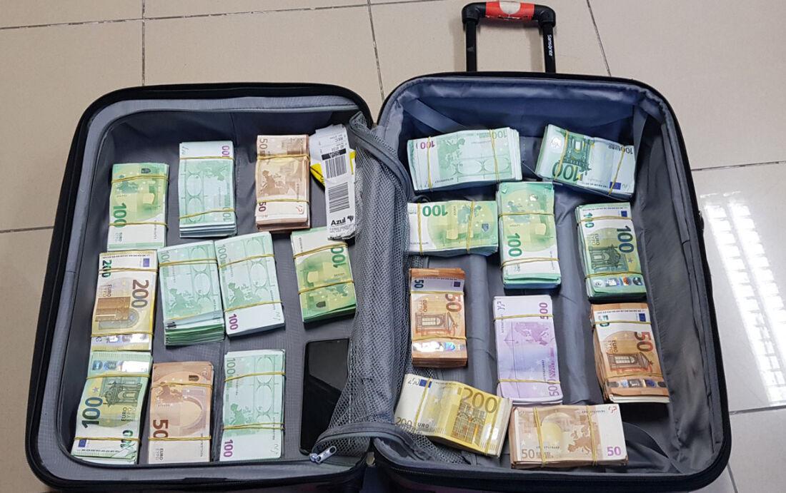 Bagagem tinha várias notas de euro